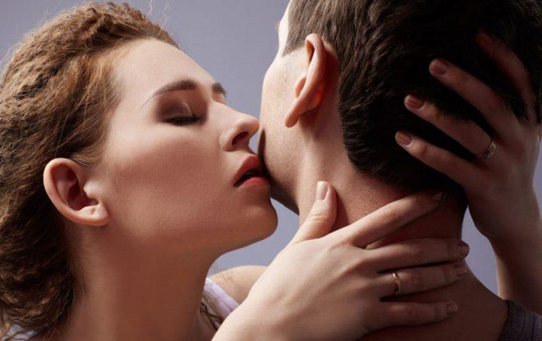 фото ласки между мужчиной и женщиной